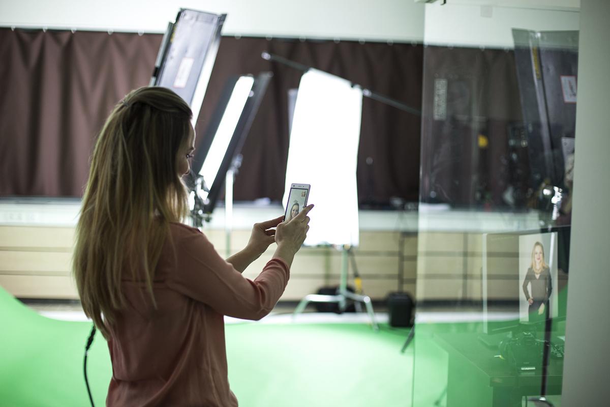 Profesjonalne zdjęcie z backstage Mózg aktywacja, osoba na zdjęciu to Alicja Czyrska
